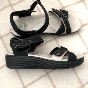 Planet Moro sandals by Earth - Size 7.5 (US)